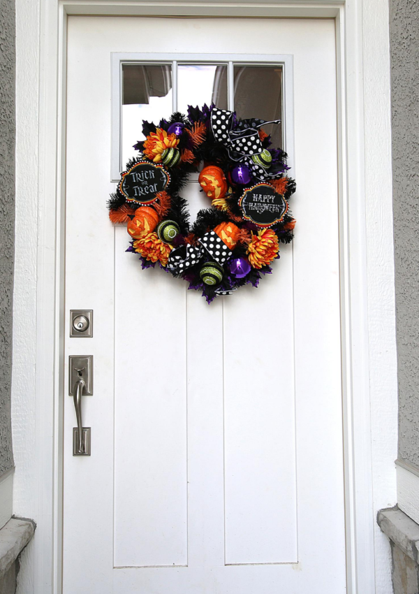 15 Spooktacular Wreaths You'll Want to Create This Halloween