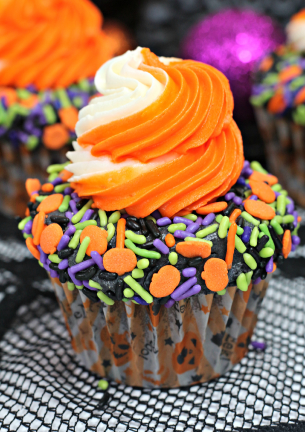 Get into the Halloween Spirit With these Boo-tiful Sprinkled Cupcakes!
